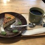 poro珈琲 - 北欧風チーズケーキと本日のコーヒーのセットで700円