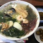 羅・萌衣瑠 - 料理写真:「磯ラーメン」茎ワカメの漬物とキューちゃんみたいなのが付きます。
