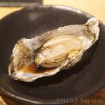 牡蠣とワインの店 アサドール・デル・マール - 蒸し牡蠣
