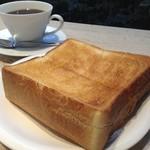 萠茶 - モーニングメニュー 厚切りトースト ドリンク+厚切りトースト 500円
