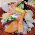 両国八百八町 花の舞 - 両国八百八町 花の舞 江戸東京博物館前店 @両国 ランチ 海鮮丼 9種の魚介類が盛込まれます