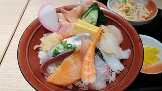 両国八百八町 花の舞 江戸東京博物館前店 - 両国八百八町 花の舞 江戸東京博物館前店 @両国 ランチ 海鮮丼 9種の魚介類が盛込まれます