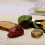 85275001 - 生肉のタルタルとミルクラムのゼリー寄せ 羊の脂を練り込んだトーストを添えて
