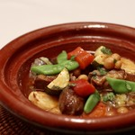 85275130 - スネ肉とソーセージと野菜のモロッコ風タジン