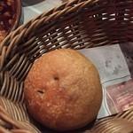 ワイン食堂 久 - 自家製パン 80円(税別)