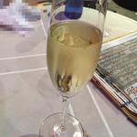 ワイン食堂 久 - スパークリングワイン 900円(税別)