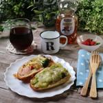 ohana - 料理写真:そら豆とツナポテトのタルティーヌ(302円税込)、シェフの気まぐれタルティーヌ(280円税込