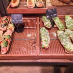 ohana - そら豆とツナポテトのタルティーヌ(302円税込)、シェフの気まぐれタルティーヌ(280円税込)