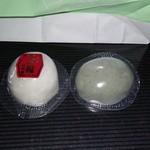 山田屋菓子舗 - 料理写真:今回買ったモカ大福(左)とつぶあん草大福(右)