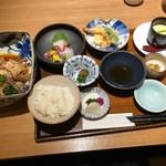 海峯魯 - ◆鯛のあら炊き膳(1836円:税込) 「鯛のあら炊き」「お刺身3種」「煮物」「天麩羅」「茶碗蒸し」「ご飯」「香の物」「デザート」「お味噌汁」などのセット。