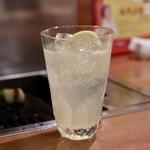 焼肉 グルマンズいとう - 生果実のまるごと絞りサワーレモン