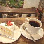 8530593 - 苺ショートとコーヒー