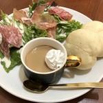 MGカフェ - 生ハムとサラミのサラダプレート