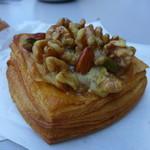 みやび亭 - 料理写真:木の実のクロワッサン(240円)