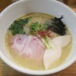 小島流 - 料理写真:・「鶏白湯らーめん(¥900)」
