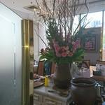ビストロ備前 - 店内 備前焼に活けられた花達