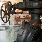 ヴェール・デ・グリ - 店内には昔使われた古いポンプが