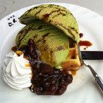 らんぷ - 料理写真:抹茶ワッフル★400円濃厚な抹茶のアイスクリームと小豆の組み合わせ。