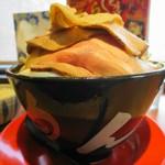 神戸ちぇりー亭 - ド根性の醤油、チャーシュー盛り、野菜盛り