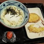 丸亀製麺 - 釜玉うどん 税込350円 と めんたいこむすび、いも天、えび天(2018.05.06)