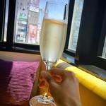 ラザーニャ・ラザーニャ - ランチに付いてくるスパークリングで乾杯( ´ ▽ ` )