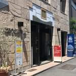 ラザーニャ・ラザーニャ - このビルの6階にお店があります