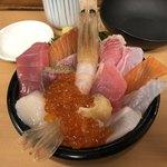 海鮮処 魚屋の台所 - おまかせ海鮮丼(並)2500円