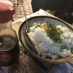 でんすけ商店 - 肉丼 卵とまぜまぜ。 温かいお寿司みたい。