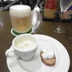 Bistro des Chenapans - 付き出し、生ビール
