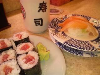 しおん寿司 - 2011/07 鉄火巻 105円(税込)、サーモン 210円(税込)
