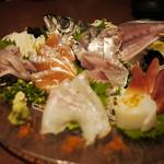 完全個室・夜景一望・美食×肉プレート 七色 - 本日のお刺身盛り合わせ