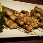完全個室・夜景一望・美食×肉プレート 七色 - 炭焼串のおまかせ盛り合わせ