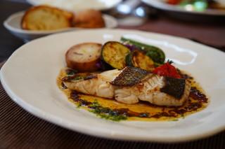 アン・グランパ - 本日の魚料理(スズキのポワレ)1,200円