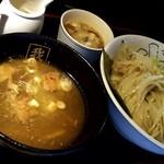 我流家 - つけ麺(880円)の大盛り(110円)。