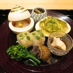 85334515 - 八寸 筍木の芽和え ノレソレ 鯛白子 昆布締め平目棒寿司など