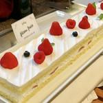 レストランパトリー - イチゴのショートケーキ@基本ケーキは自分で切り分けなければいけません。苺の当選率は低いw
