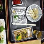 珍味堂 - キビナゴ刺身、ブリの卵、カツオ飯