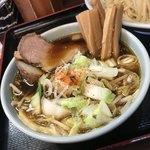 つけ麺 丸和 - 野菜たっぷりのスープ