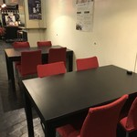 蔵元直営 糀カフェ 悠久乃蔵 - 一つ一つのテーブルはゆったりとしています。