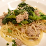 ピッツェリア・サバティーニ - サルシッチャと菜の花のペペロンチーノスパゲッティ