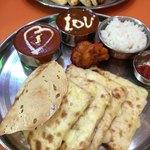 インド・ネパール料理 ガヤトリ - 料理写真:チーズナンセット¥1,050