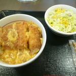 85348234 - カツ丼+サラダ