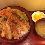 天丼専門店 てんき - 特盛天丼(*´ω`*)ライスL(50JPY up)味噌汁 漬物 付