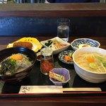 鼓や - 淡路島定食(ミニしらす丼付き)¥2000 あとは、ミニ稲庭うどん、玉ねぎサラダ、たこコロッケ、お漬物 チーズ豆腐かな…