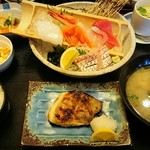 土佐海 - 本日の新鮮刺身と焼き魚定食