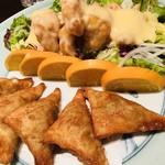 85354317 - 海老のマヨネーズ、海老のしんじょうと九条ネギの揚げ餃子