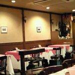 東京スイスイン - 店内のテーブル席の風景です