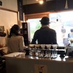 ドングリー コーヒースタンドと暮らしの道具店 -