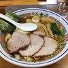 とら食堂 - 料理写真:「焼豚ワンタン麺」1120円+「大盛」190円。焼豚の下にワンタンがたっぷりあります。