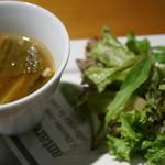 85363378 - スープとサラダ